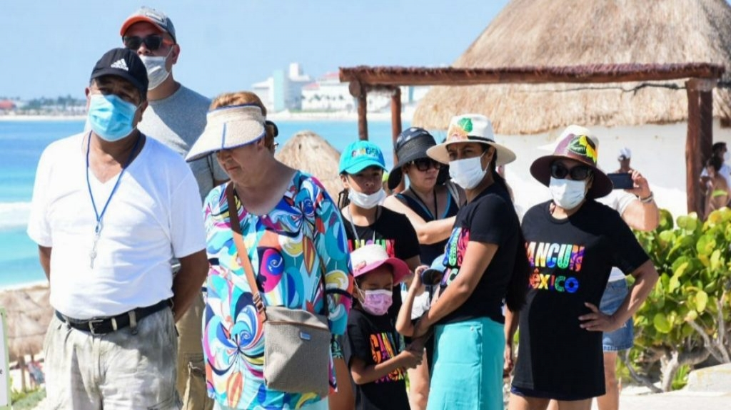 Tercera ola de COVID-19 da duro golpe al turismo internacional