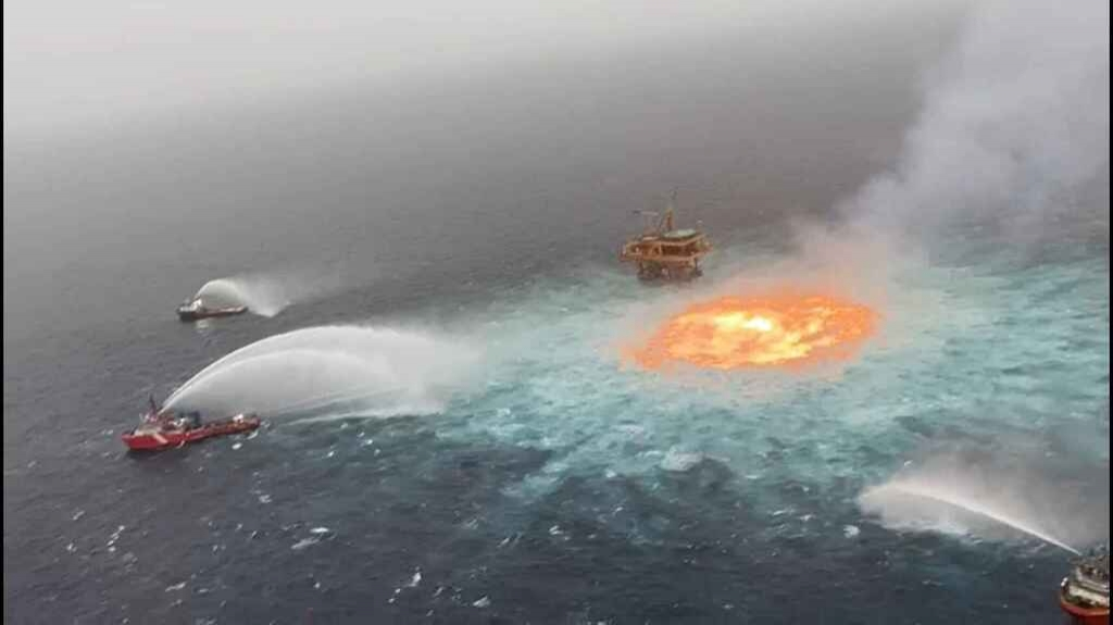 Restablece Pemex producción tras incendio en Golfo de México
