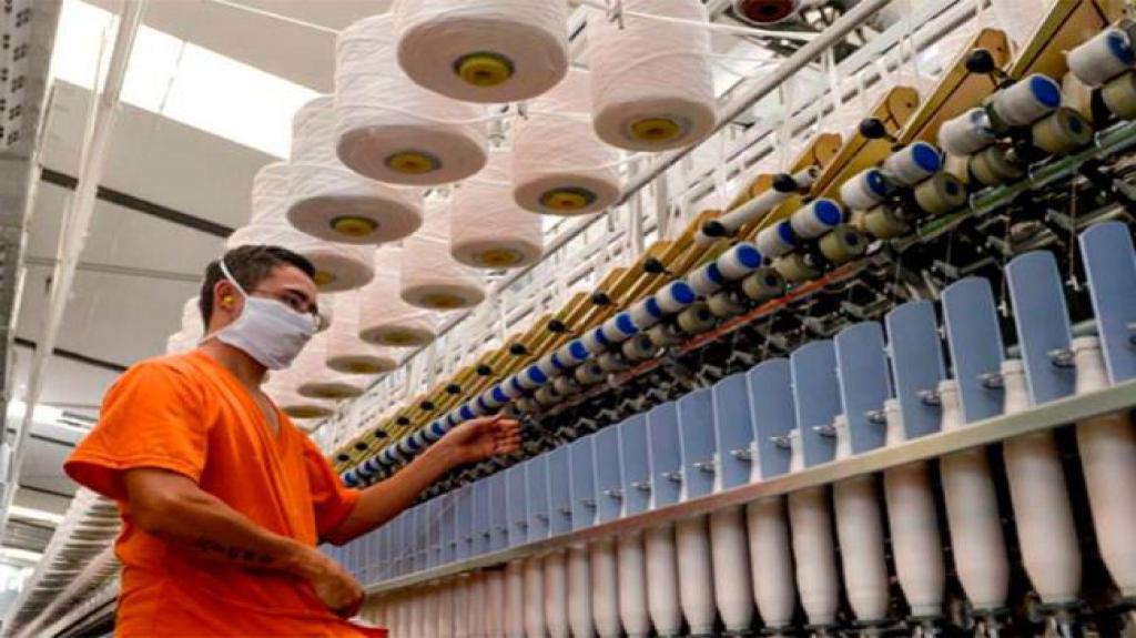 Personal ocupado en industria manufacturera creció 0.2% en agosto: Inegi